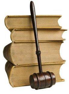 Що подарувати юристу?