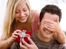 Що подарувати малознайомій чоловікові?