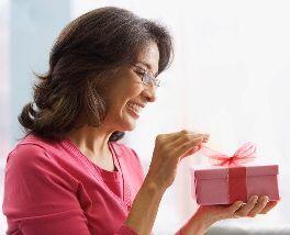 Що подарувати мамі на 65 років?