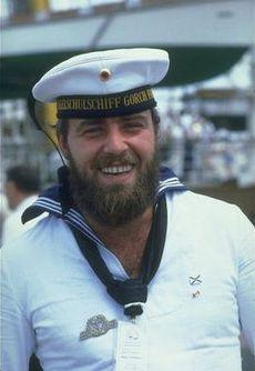 Що подарувати моряку?