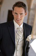 Що подарувати чоловікові на весілля?