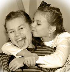 Що подарувати сестрі на 8 березня?