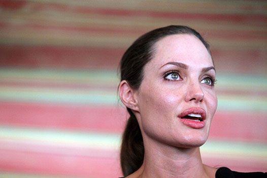 Голуб миру: посол оон анджеліна джолі відвідала йорданію