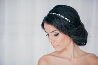 Грецька зачіска з пов'язкою на довгі і короткі волосся