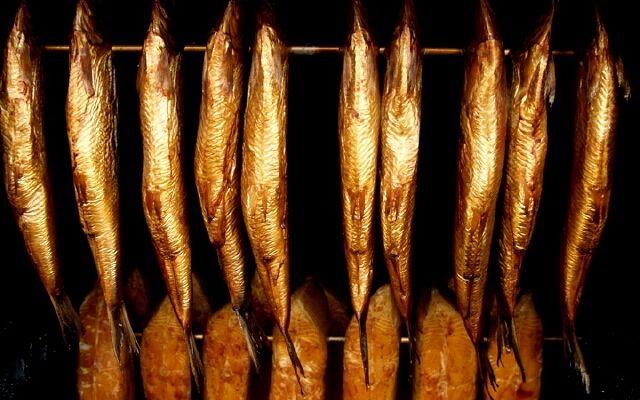 Як коптити рибу в коптильні: смачний продукт без витрат