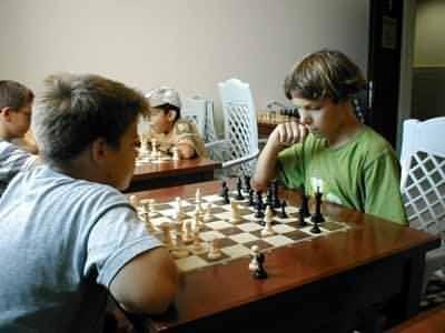 Як навчити дитину грати в шахи