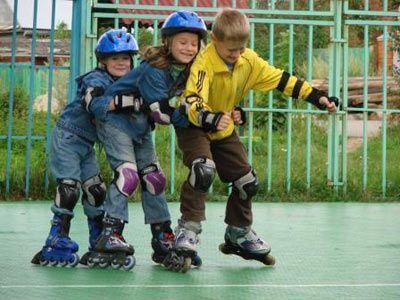 Як навчити дитину кататися на роликах