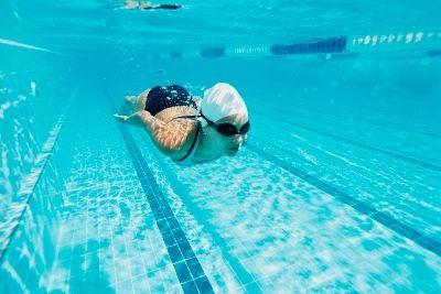 Як схуднути в басейні: комплекс вправ