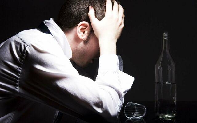 Як допомогти чоловікові кинути пити
