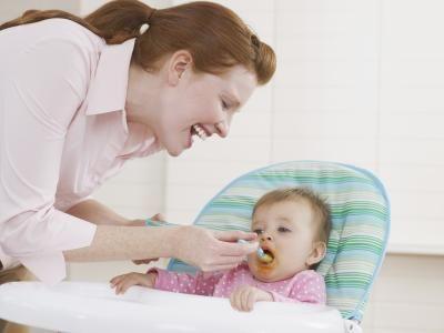 Як правильно вводити прикорм дитині