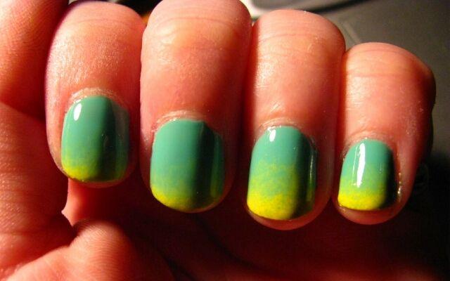 Як зробити градієнтний манікюр: колірні переходи