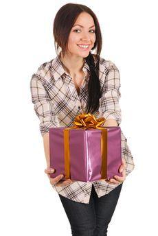 Як зробити недорогий подарунок подрузі?