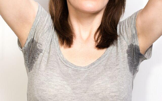 Як видалити запах поту з одягу: усуваємо поширену проблему