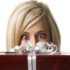 Як вибрати оригінальний і незвичайний подарунок жінці?