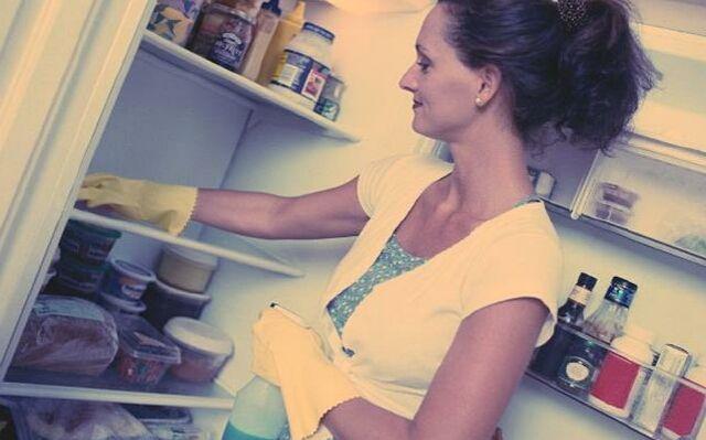 Як вивести запах з холодильника: позбудься неприємних ароматів