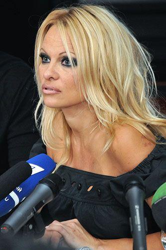 Памела андерсон приїхала в москву до депутата ковальову