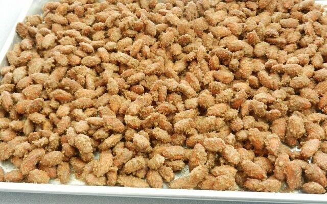 Приготування грильяжу: горішки і карамель