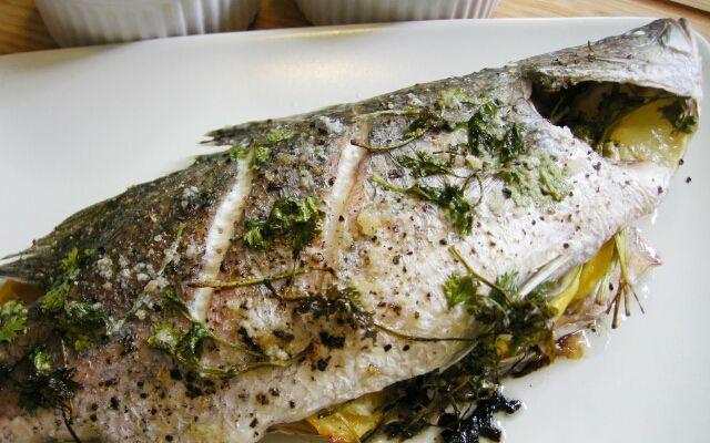 Приготування морського окуня в духовці: запечена рибка