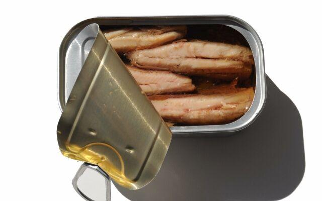 Салат з рибних консервів скумбрія: просте приготування