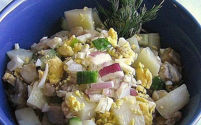 Салат по-староруський з оселедцем: традиції вітчизняної кухні