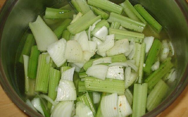 Селеровий суп для схуднення: низькокалорійний кулінарний хіт