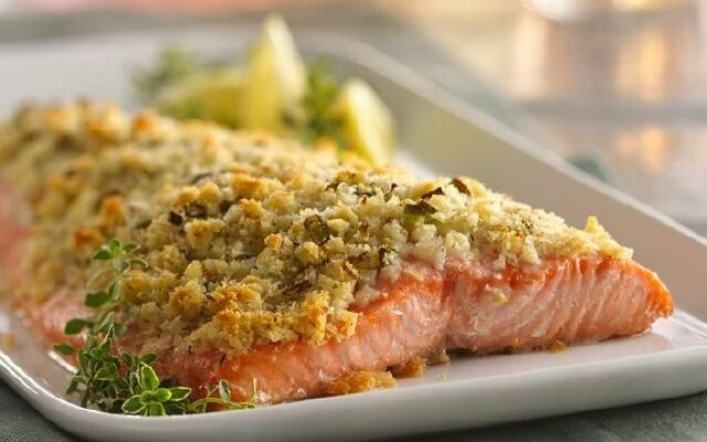 Сом запечений в фользі: коронна риба на столі