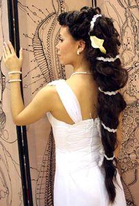 Весільні зачіски на довге волосся з плетінням, з чубчиком і без