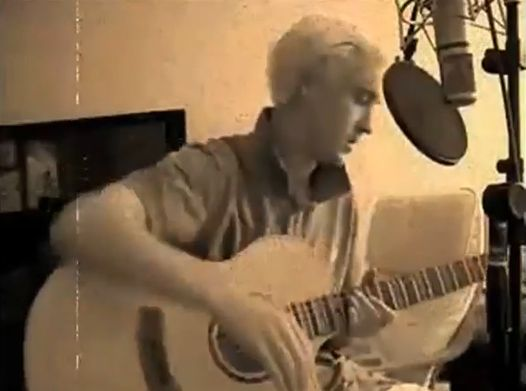 Том фелтон заспівав