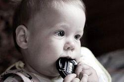 У немовляти ріжуться зубки, що робити?
