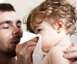 Вчимо малюка правильно сякатися