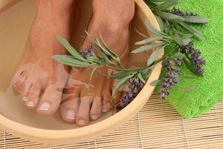 Ванночки для ніг з перекисом водню, сіллю, содою, гірчицею і оцтом