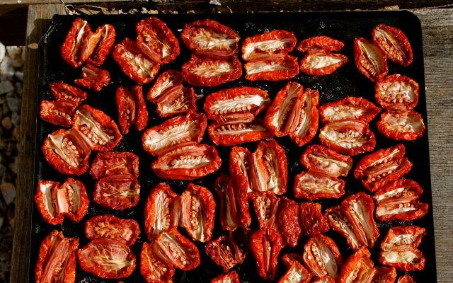 В'ялені помідори в домашніх умовах: оригінальний компонент для страв