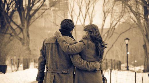 Закохана пара: ігри в пісочниці
