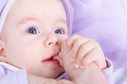 У скільки діти починають агукать