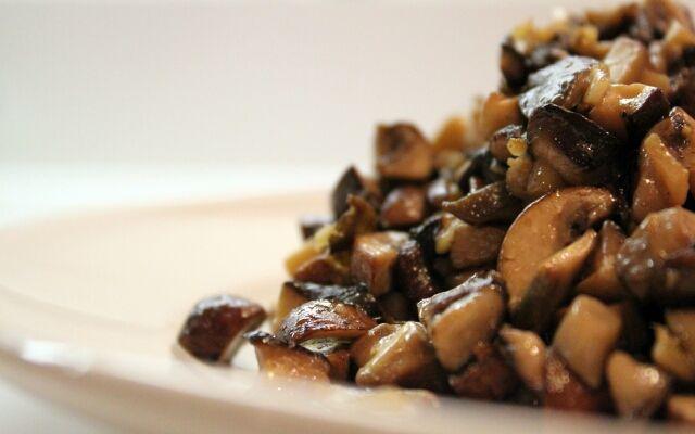 Жарка печериць на сковороді: смачні грибочки